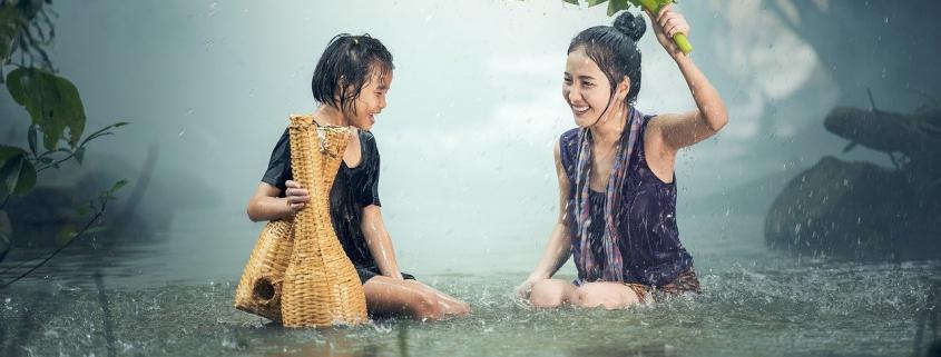 2 Donne sotto la pioggia